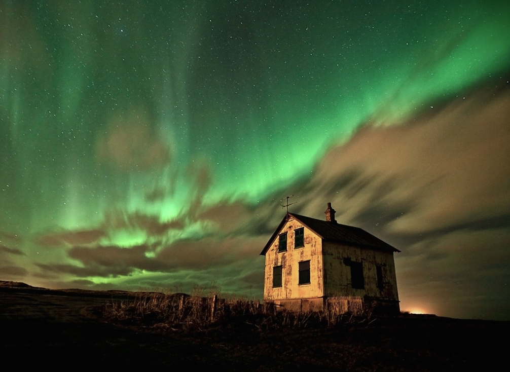 """Stories Latent in the Landscape: Spirits, Time Slips, and """"Super-Psi"""" Icelandaurora"""